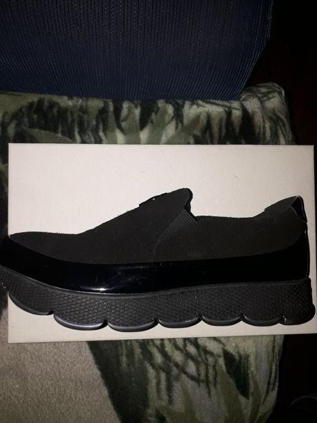 Продам туфли-кроссовки.