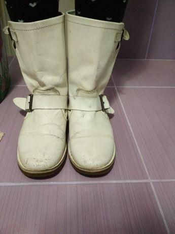 Кожаные сапоги на девочку