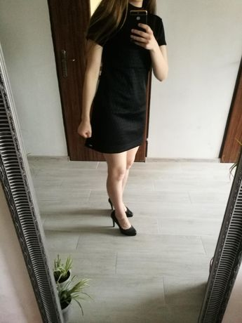 Sukienka Mohito czarna elegancka jesien