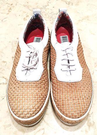 Sapatos YAB verão 44, branco e castanho, em pele e sola borracha