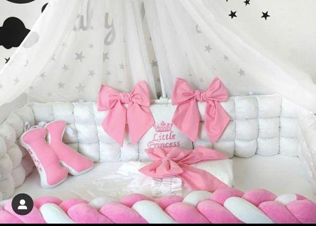Бортики на кроватку,коса и розовая подушечка