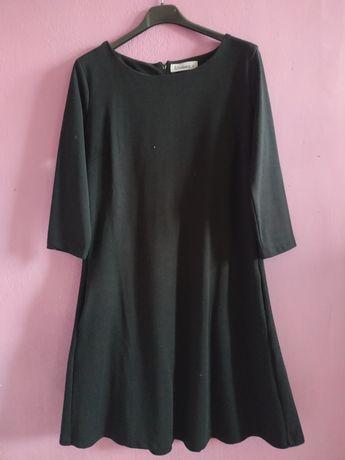 Czarna, elegancka sukienka.