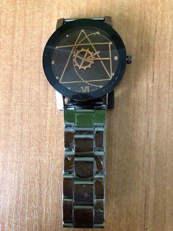 Zegarek męski analogowo -kwarcowy.
