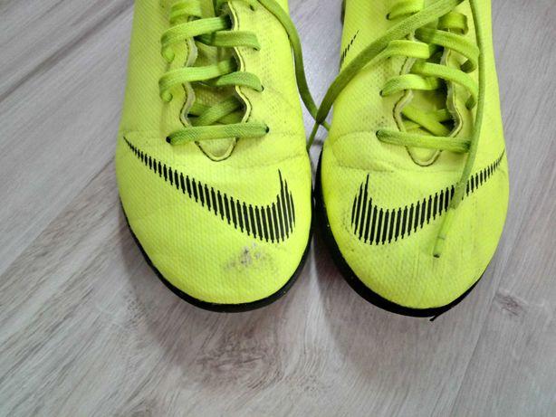 Buty piłkarskie Nike Turf roz. 35