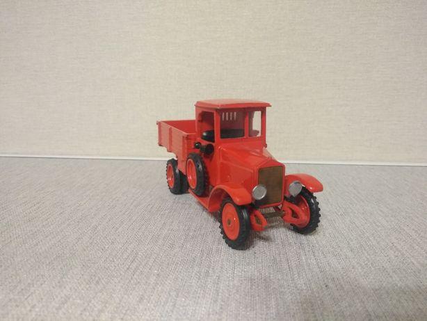 Модель 1:43 автомобиля ЗИЛ 1927