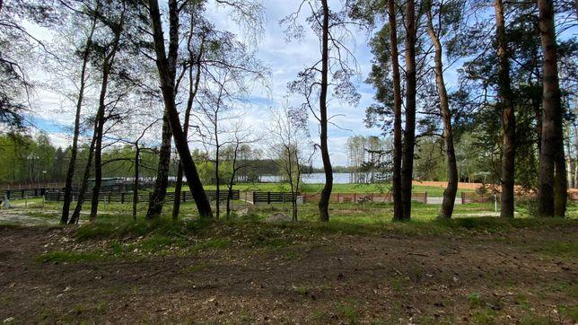 Działka w lesie nad jeziorem Łąkie