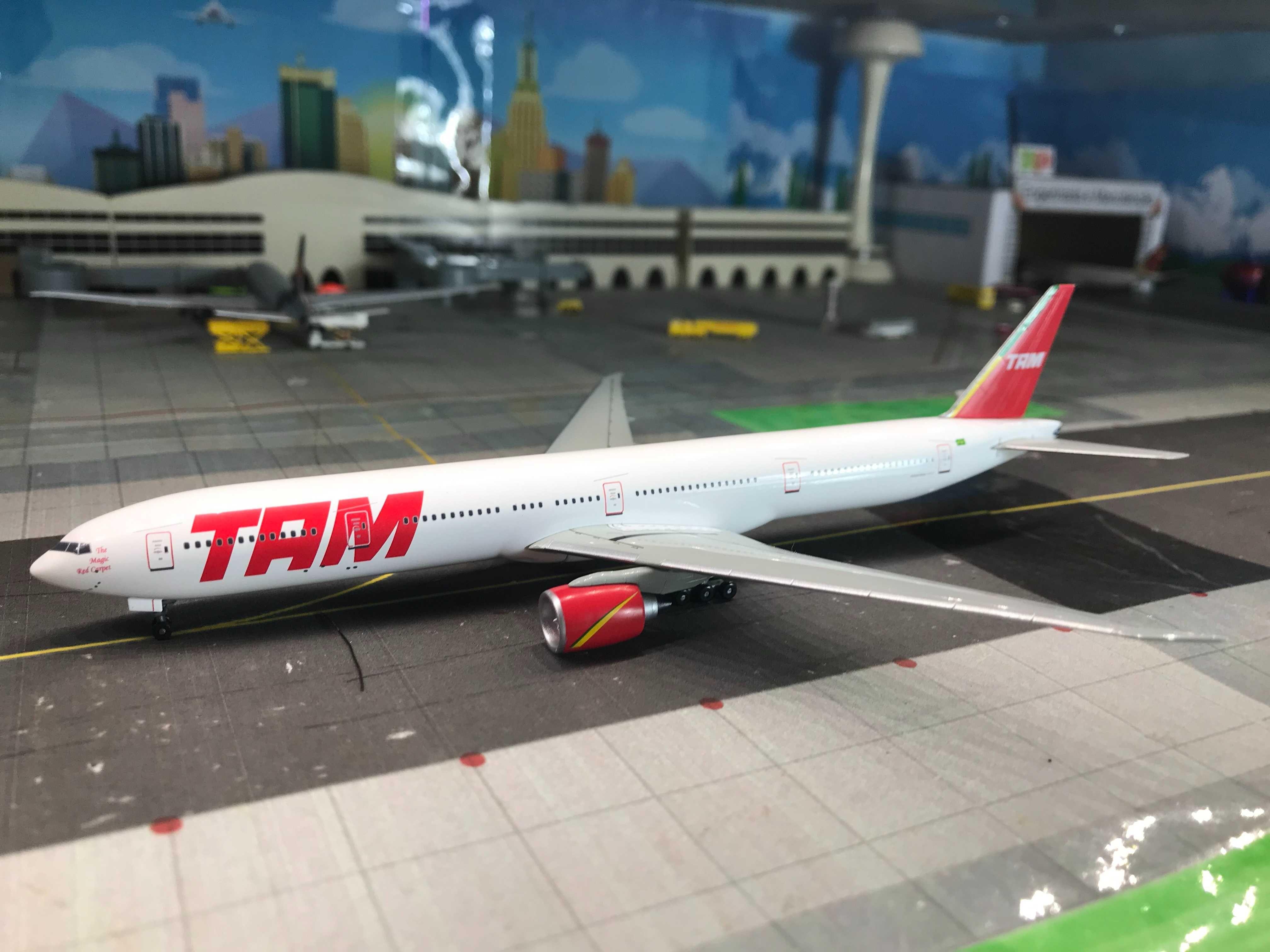 Boeing 777-300 TAM 1/400