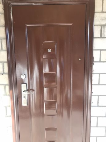 Двери металические входные бу