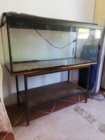 Akwarium z podestem