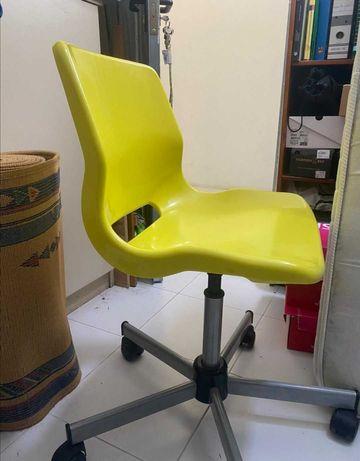 Cadeira usada em bom estado