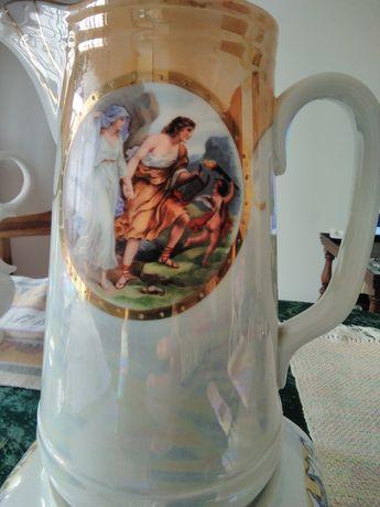 Belíssima jarra ou pocheira como era denominada.. peça da Vista Alegre