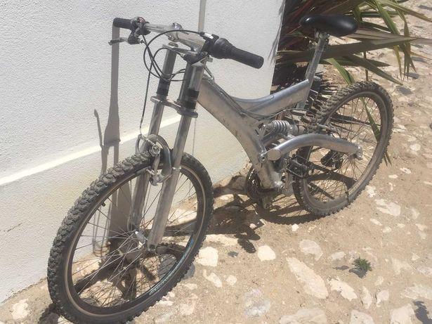 Bicicleta Montanha Downhill