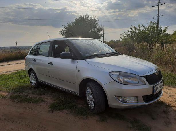 Продам СРОЧНО машину Skoda Fabia универсал 2011 года