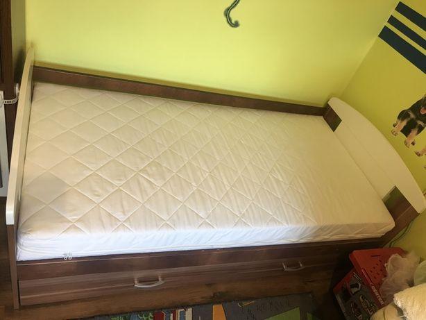 Sprzedam łóżko dziecięce dla chłopca 160x80 mało używane z materacem