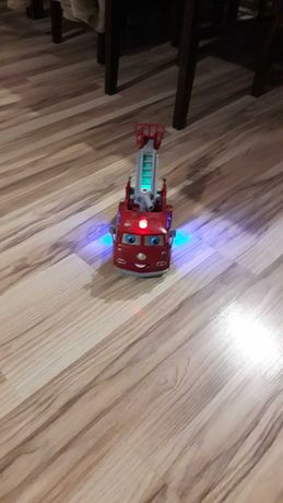 Zabawka samochod strazak