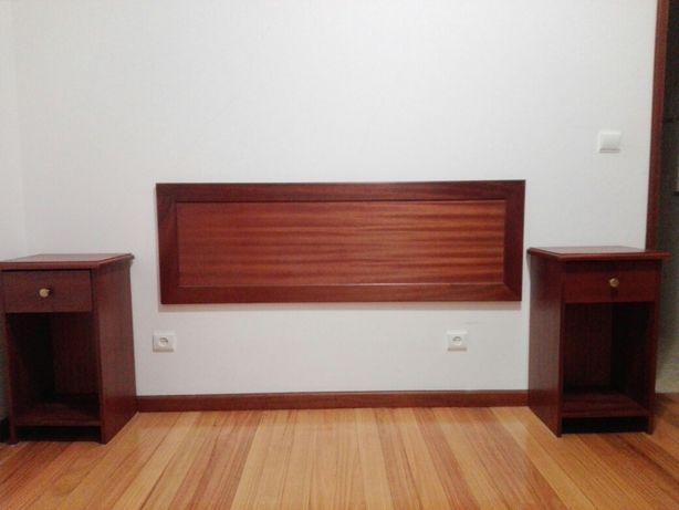 cabeceira de cama de casal e 2 mesinhas