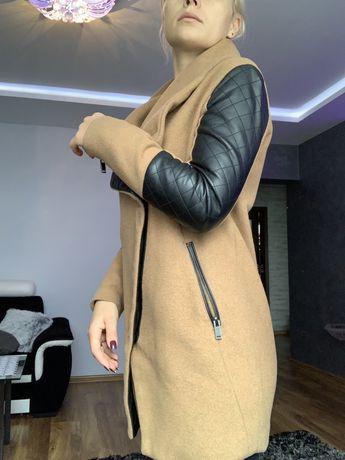 Płaszcz Camel Bershka 36