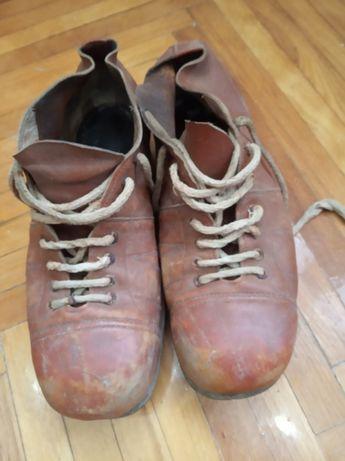 Футбольные ботинки