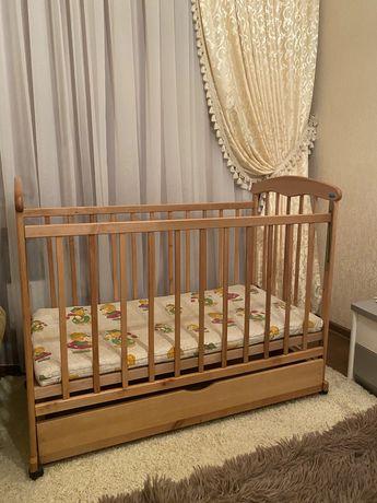 Детская деревянная кроватка с матрасом