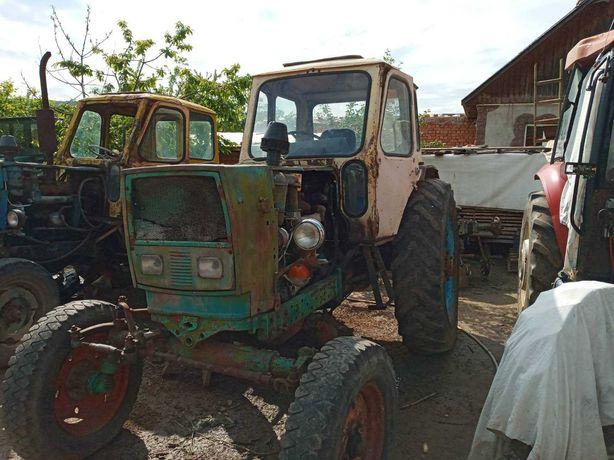 Трактор ЮМЗ по запчастинах
