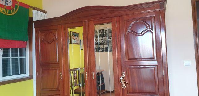 Guarda roupa de quatro portas mais oferta de colchão