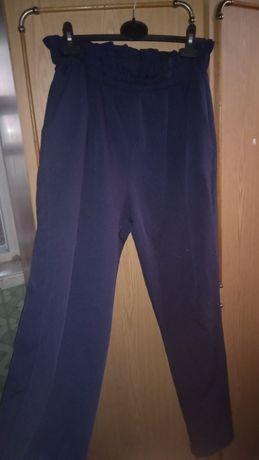 Продам брюки прямые школьные