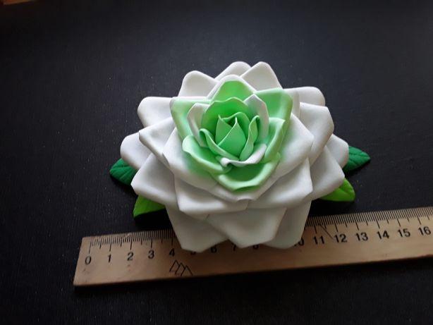 Заколка цветок роза ручная работа мятно-белая большая