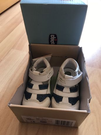 Sapatos chicco n 18 novos