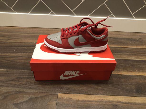 Nowe Nike Dunk Low UNLV Varsity Red Rozmiary: 40,5, 45, 41, 43, 42.