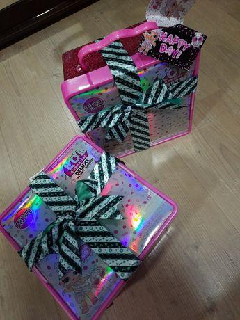 LOL Deluxe Present Surprise с эксклюзивной куклой и питомцем розовый