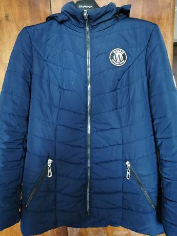 Демисезонная куртка синего цвета