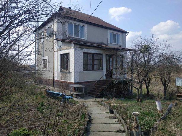 Продам дом с озером на участке