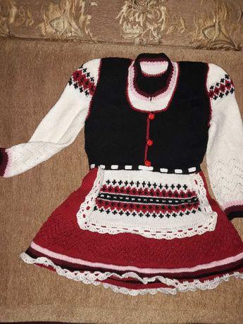 Дві сукні в одні руки в'язані, ручної роботи