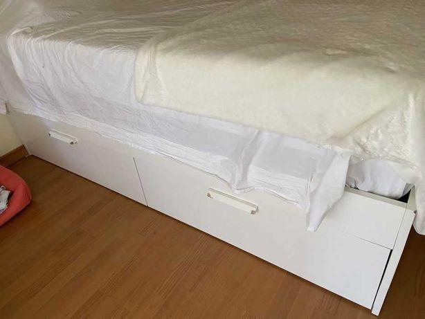 Cama de casal IKEA com 4 gavetões