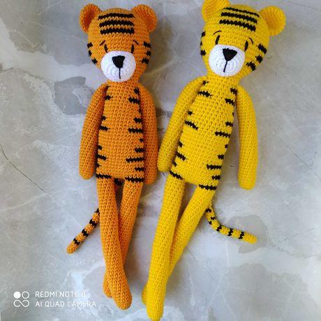 Тигр крючком, тигренок