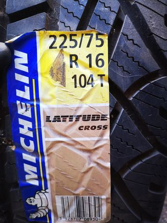 Pneus 225/75R16 Michelin