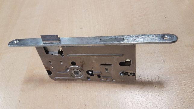 Zamek do drzwi na klucz wpuszczany