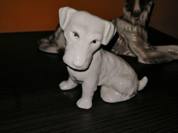 Porcelanowa Figurka Pies siedzący wys. ok 15 cm