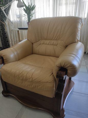 2 cadeirões e sofá de 3 lugares todos em pele