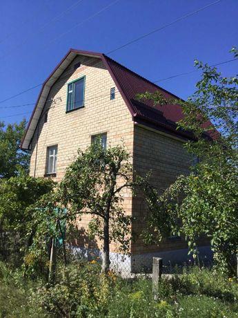 Продається дачний будинок на земельній ділянці  6 соток