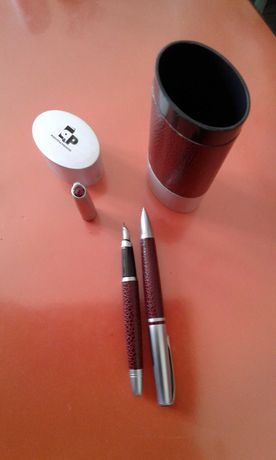 Estojo com caneta e esferográfica
