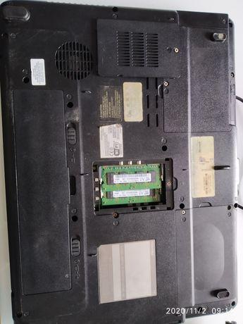 Laptop Toshiba i zasilacz