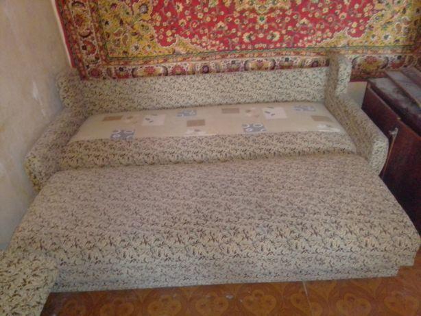 Продам диван двухместный недорого