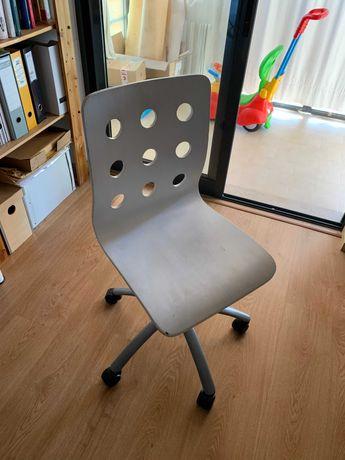 Cadeira de escritório com rodas