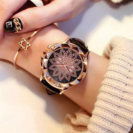 Годинник квіточка з камінцями