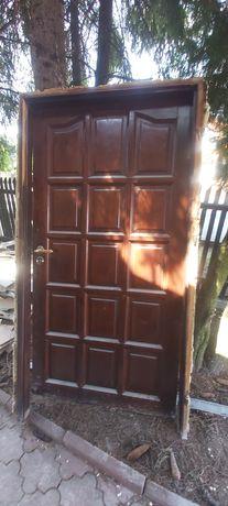 Drzwi z demontażu drewniane  90 prawe razem z ościeżnicą