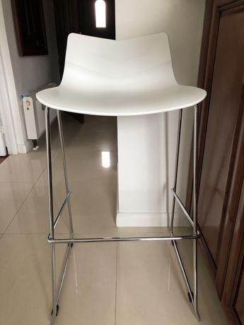 Krzesło barowe białe srebrne nogi