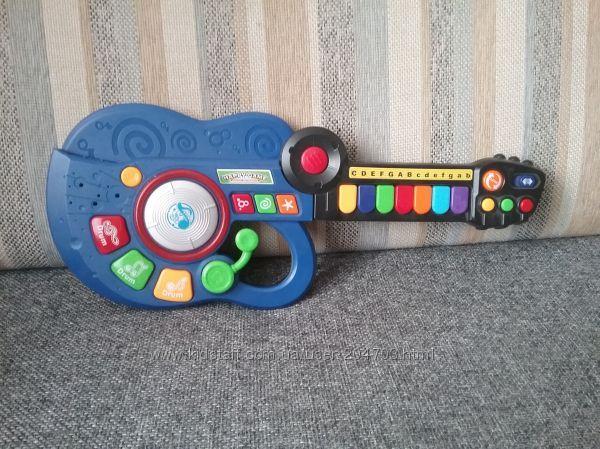 Детская игрушечная гитара