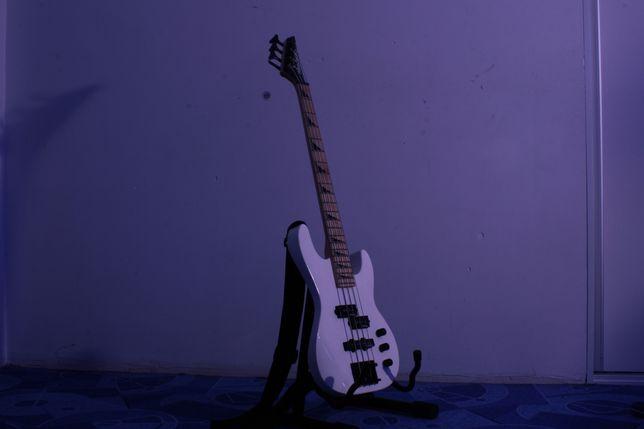 Gitara basowa Jackson