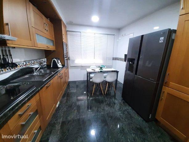 Casas Apartamento T4 Para Venda na Urb. da Ribeirada